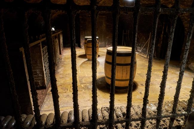 Подземный винный погреб