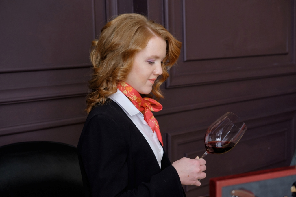 Как оценивать цвет вина