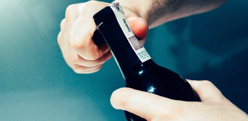 Открывание бутылки