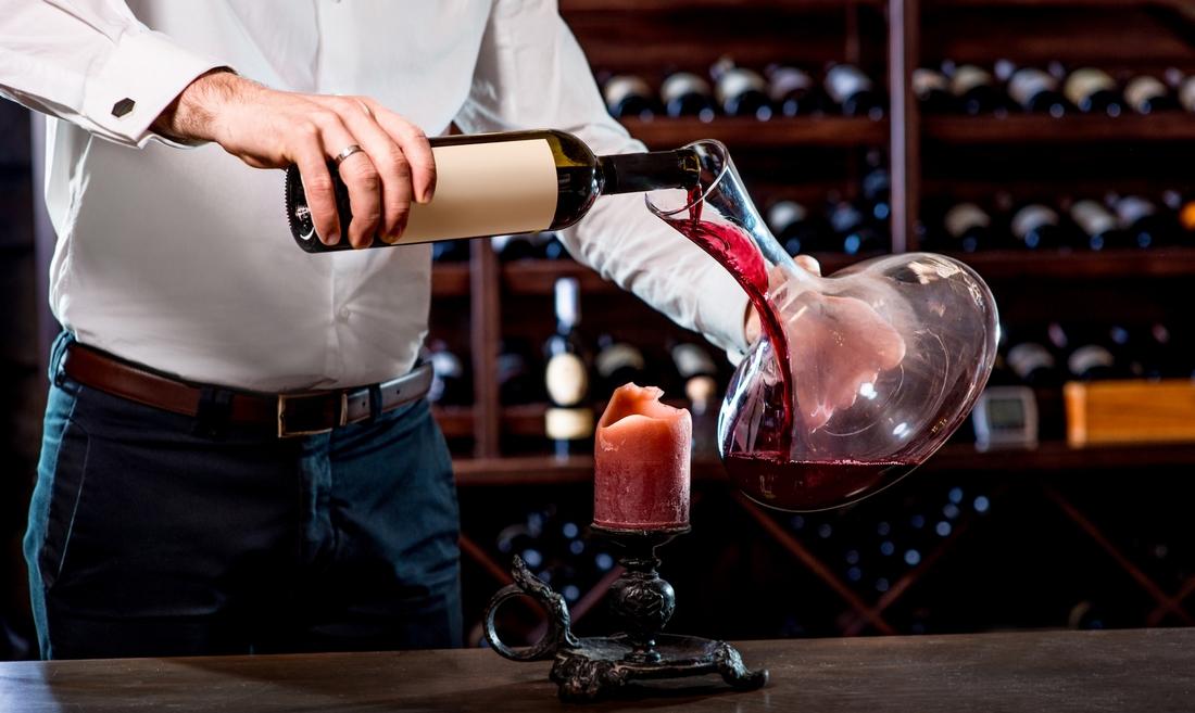 Декантирование выдержанного вина