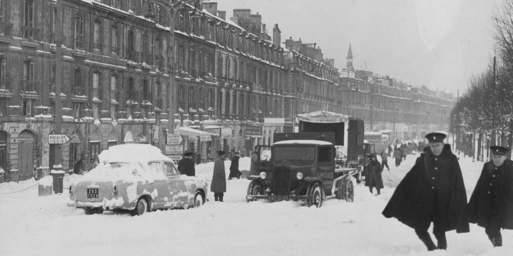Заснеженная набережная Бордо в феврале 1956 года