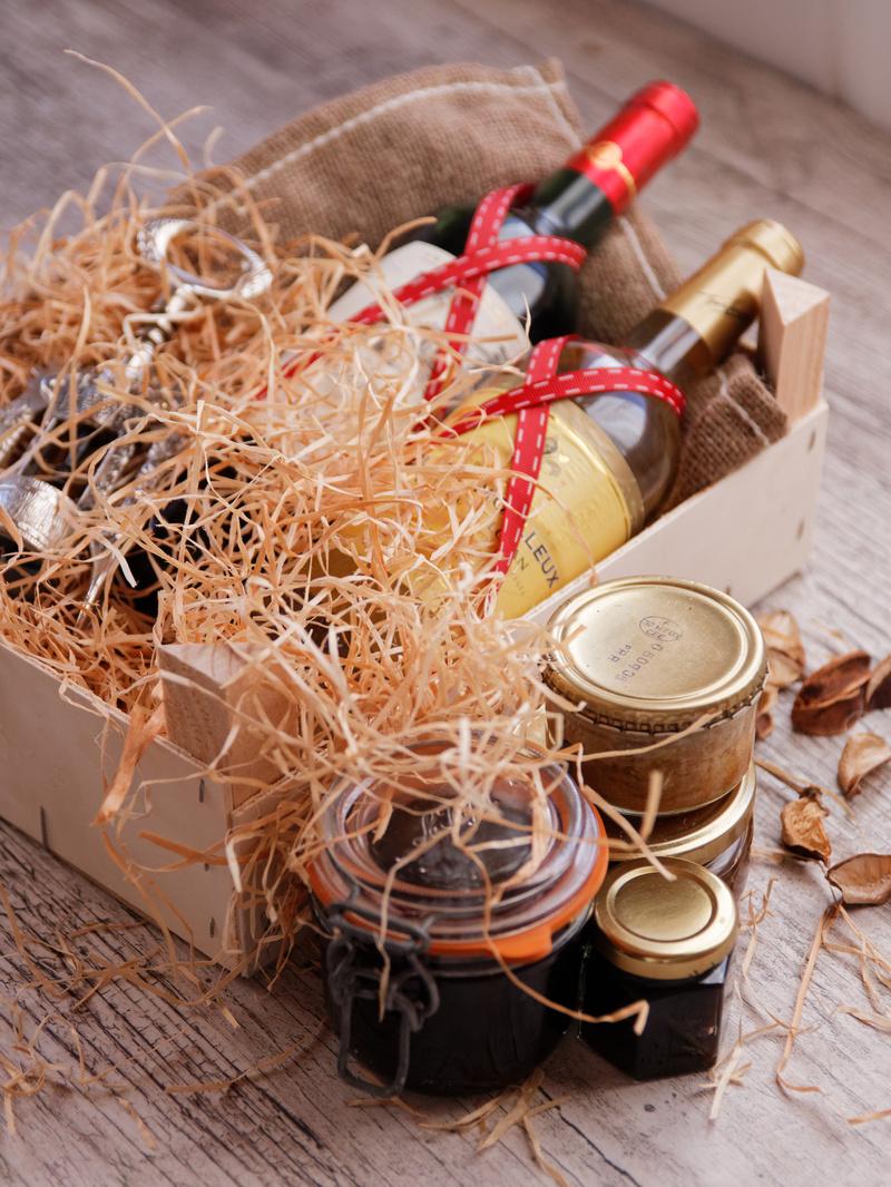 Вино с закуской в подарок фото 2
