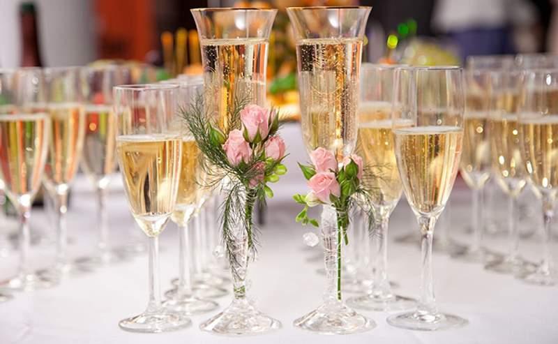 Игристое вино на свадьбе