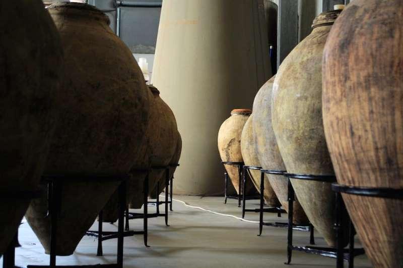 Армянские глиняные кувшины для выдержки вина
